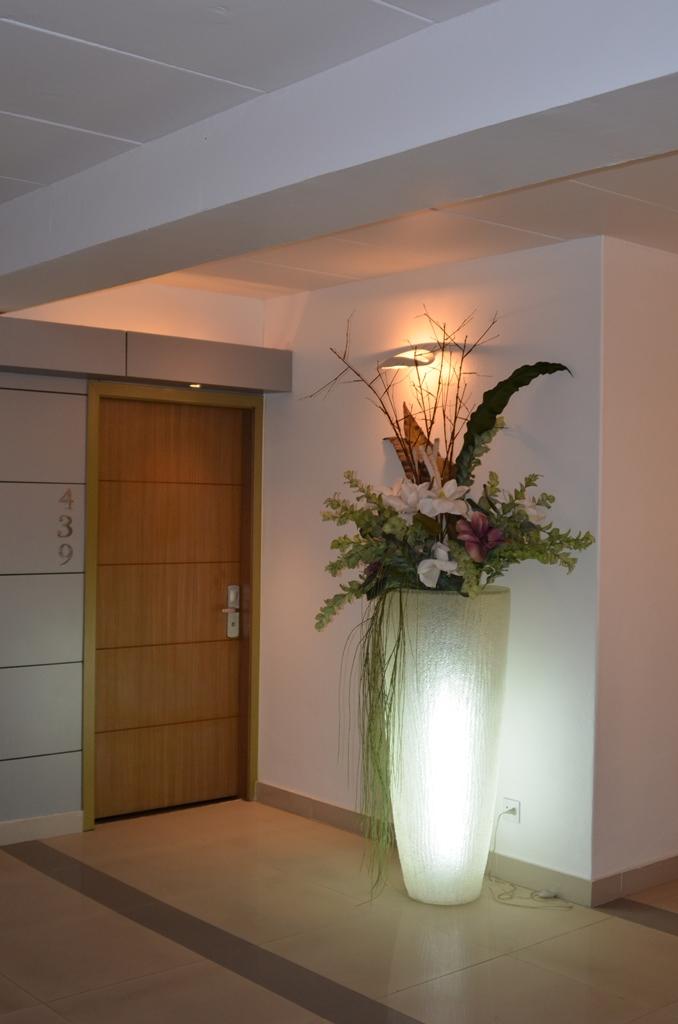 Krasnapolsky Hotelkamer entree.JPG