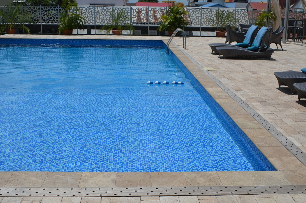 Krasnapolsky Pool.JPG
