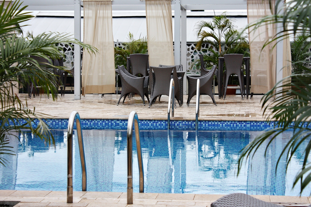 Krasnapolsky Swimmingpool.jpg