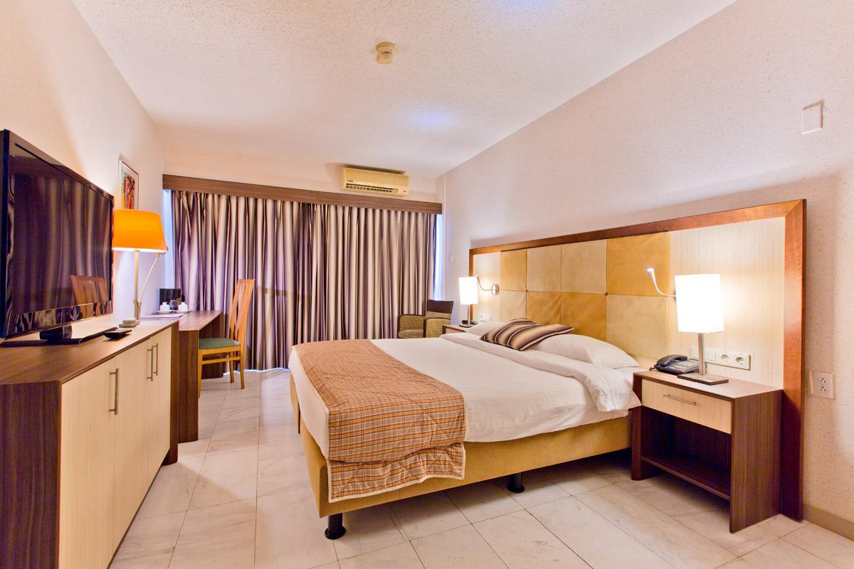 Queens Hotel Standard Room.jpg