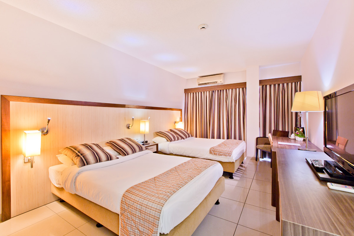 Queens Hotel Twin room.jpg