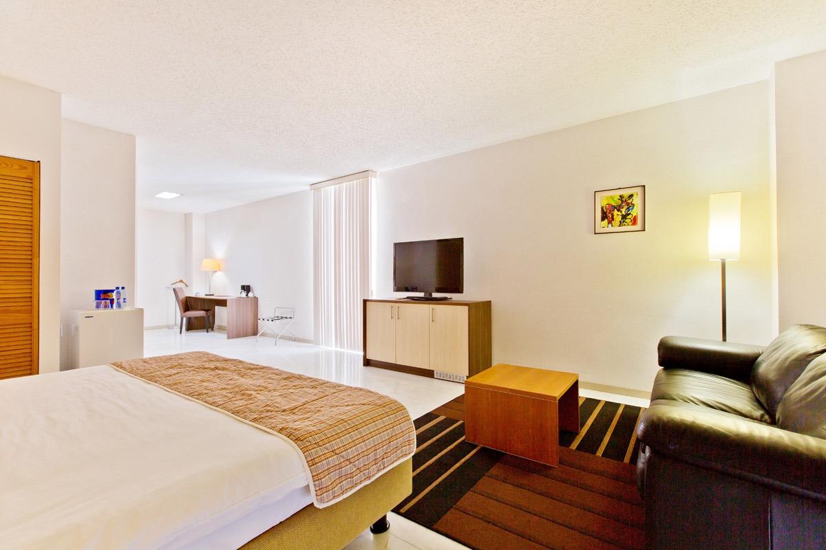 Queens Hotel.jpg