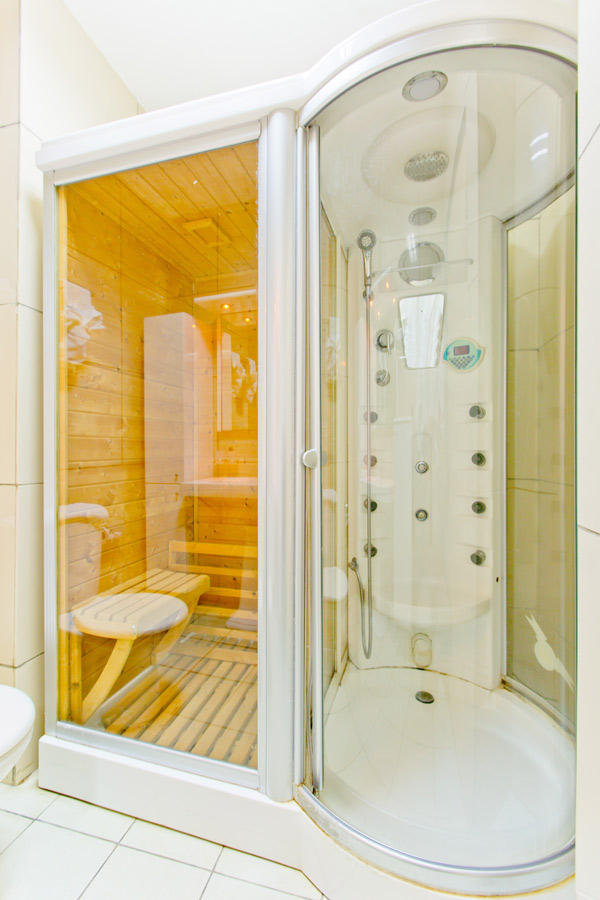 Queens-Shower.jpg