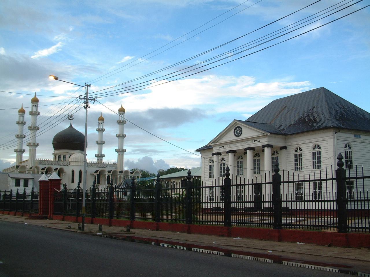 Mosque & Synagogue (Suriname).jpg