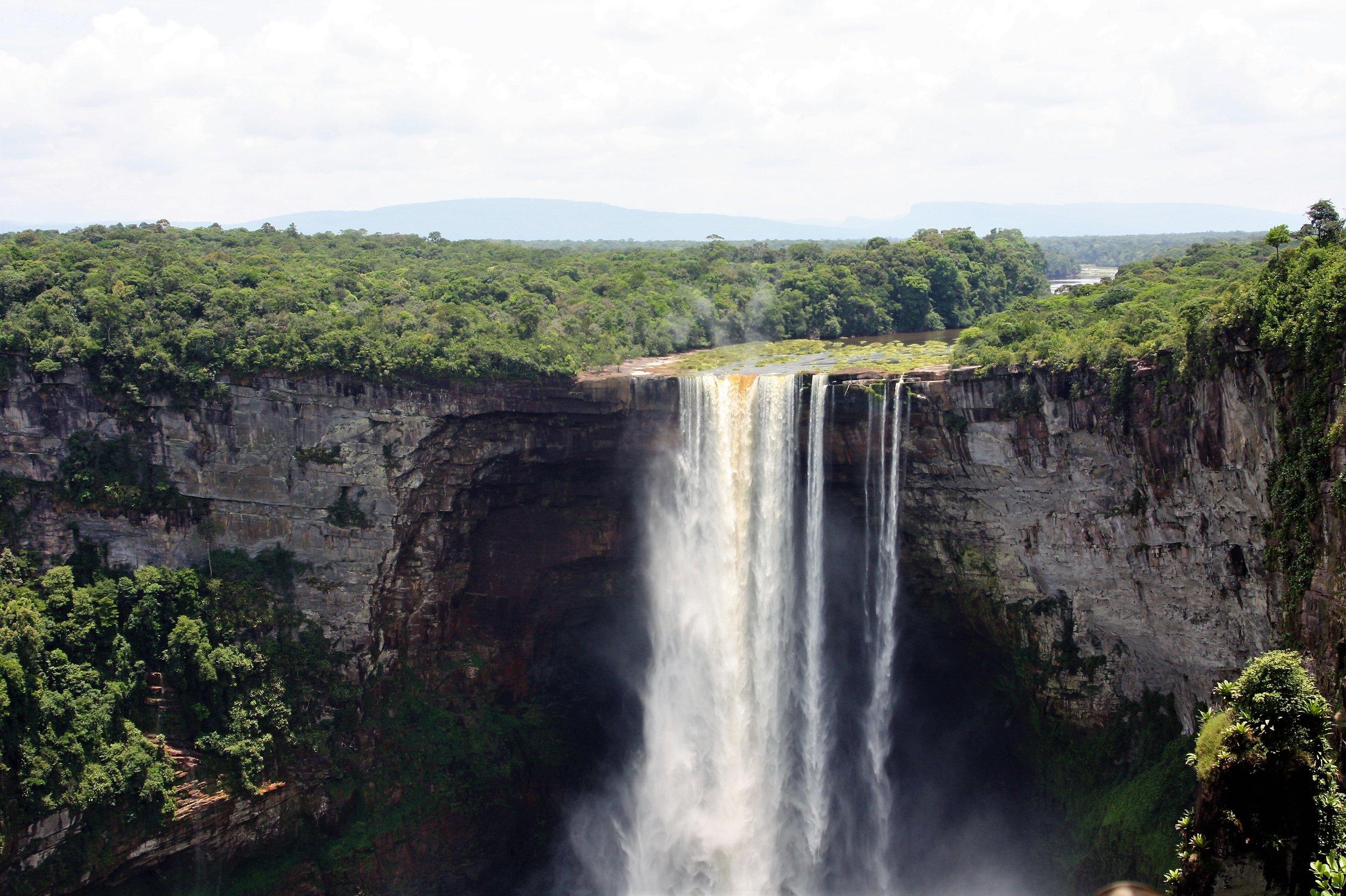 Kaieteur Falls (Guyana).jpg