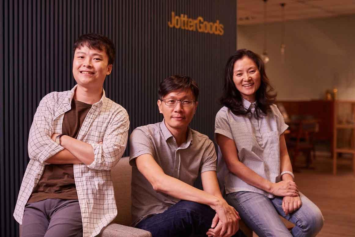 JGs - 由刘邦俊领导的佐得物设计三人组合/ 刘邦俊 Jerry Low ( middle )/张文贤 Zhang Wen Xian ( right )/ 吴国荣Amos Goh ( left )
