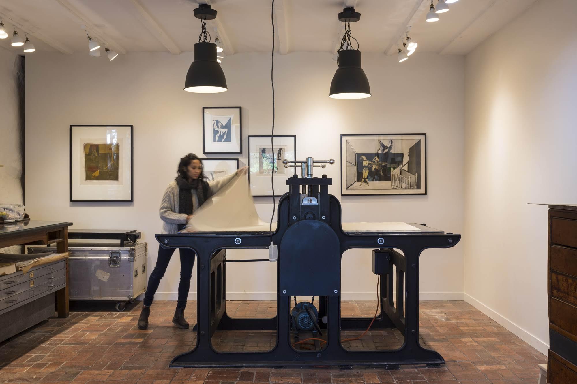 Large format motorised etching press