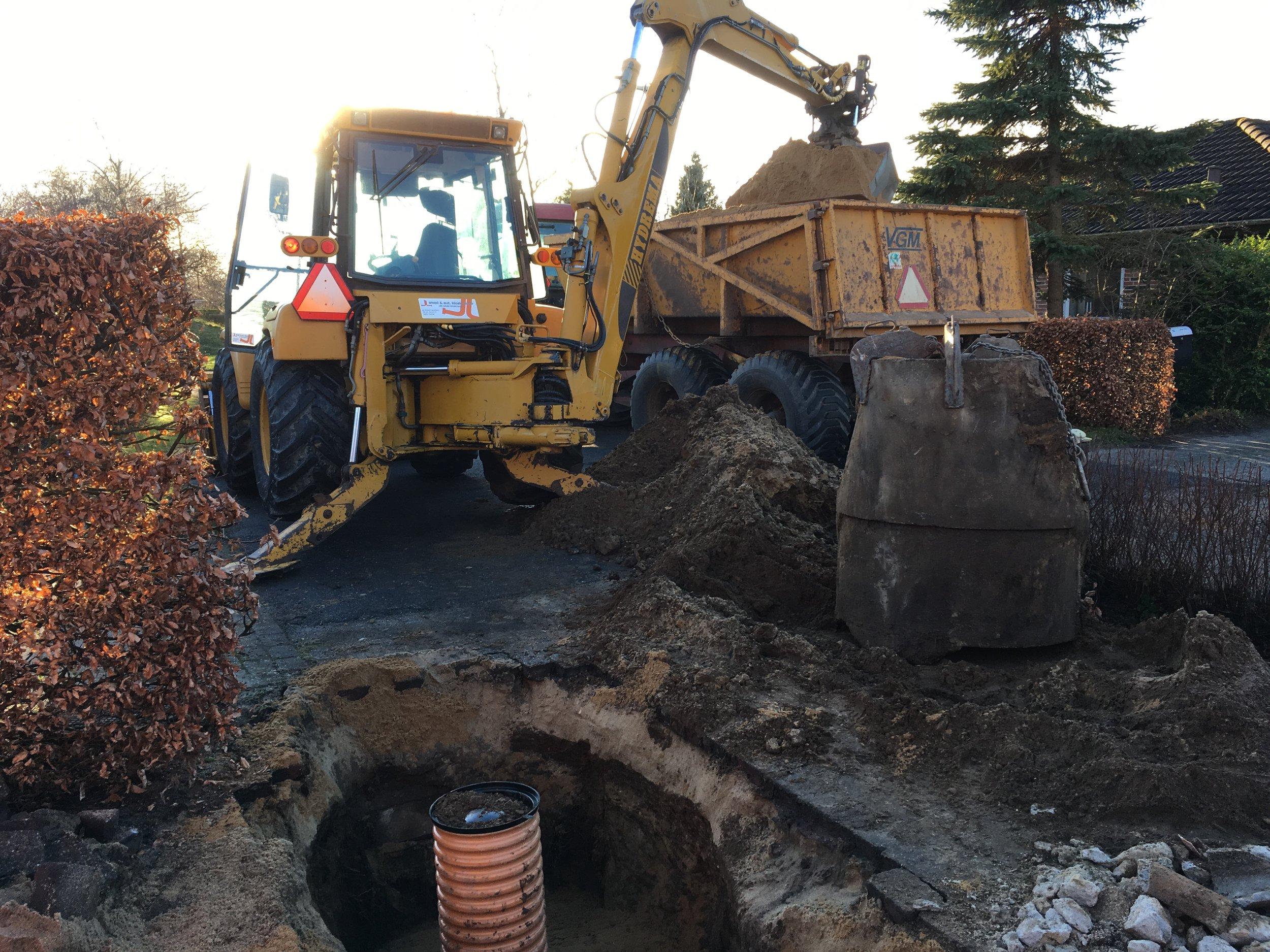 Udskiftning af gl betonbrønd til 315mm rense og inspektionsbrønd