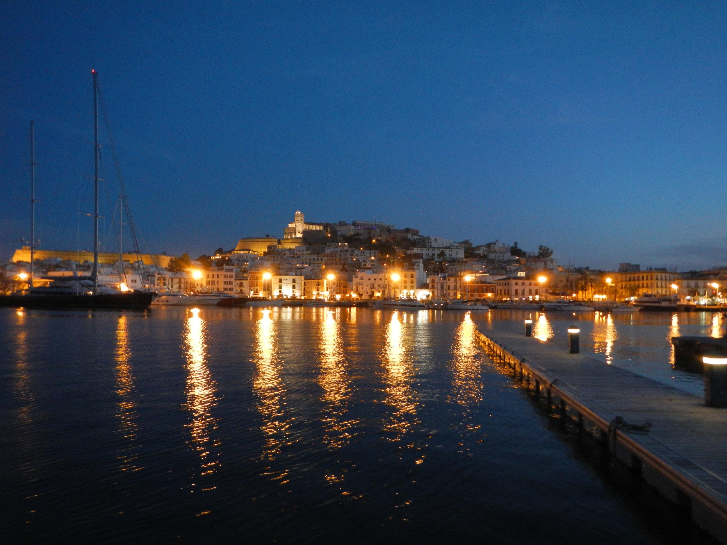 Ibiza Stadt bei Nacht.JPG