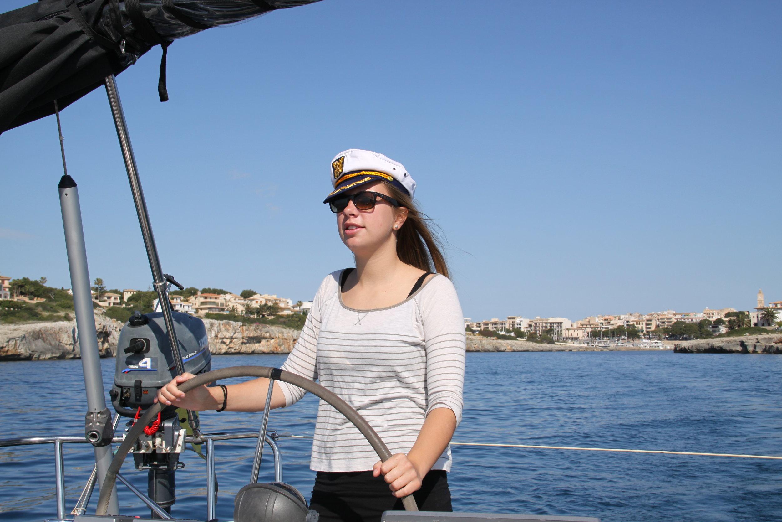 Nina - der Kapitän.JPG