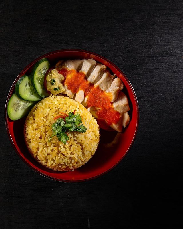 Experience the true taste of Singapore, with our expertly crafted 'Chicken Rice', featuring a blend of poached chicken with seasoned rice, crowned with chilli sauce and a cucumber garnish. For reservations, contact: 7715963030 . . #KOKO #KOKOMumbai #AsianCuisine #Restaurants #FineDine #Hainanese #HainaneseChickenRice #ChickenRice #HainaneseChicken #BeautifulCuisine