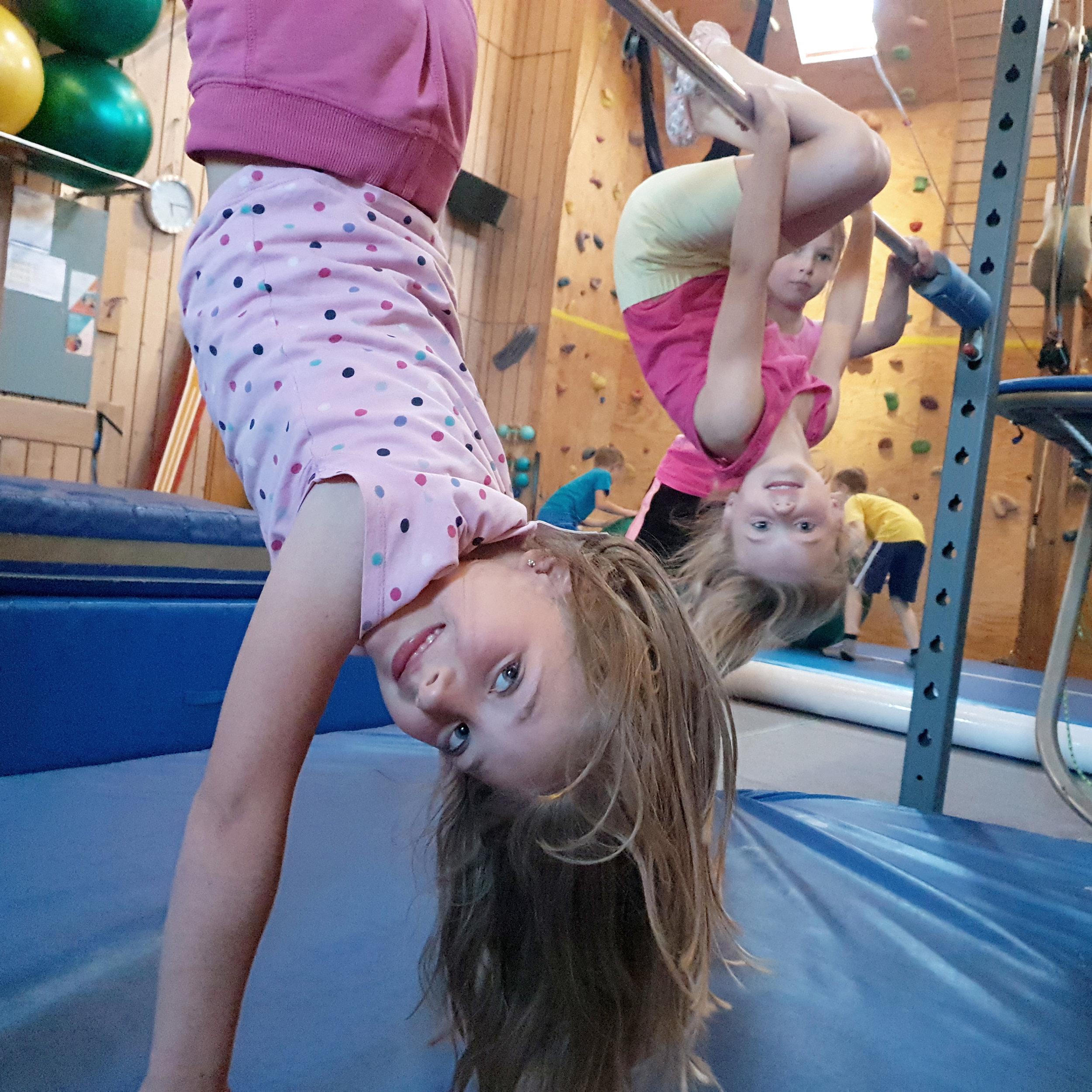 J&S Kindersport Turnen - Du bist zwischen 4 und 10 Jahre alt und möchtest dich ein bis zwei mal wöchentlich an unterschiedlichsten Geräten austoben? Dann bist du bei uns genau richtig!
