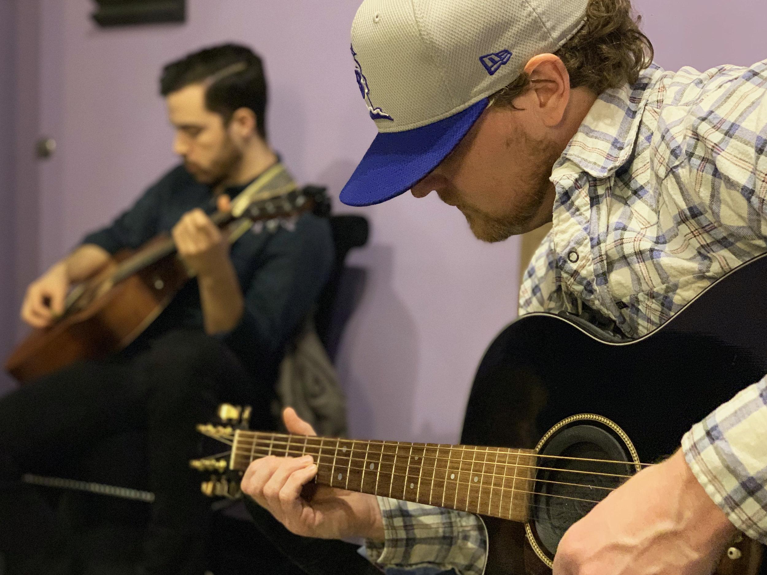 nashville-guitar-guru-guitarcircle-blurry-dudes (2).jpg