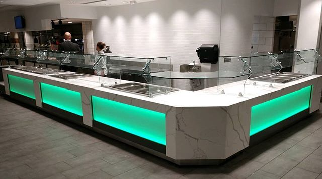 What's the buzz around NCSU campus for the start of the school year?? It's the new salad bar at Fountain Dining Hall!  Check out this GORGEOUS custom built unit from #Multiteria 😍 #campusdining #wolfpack #fountaindininghall #customcounters #designyourspace #CFSinc