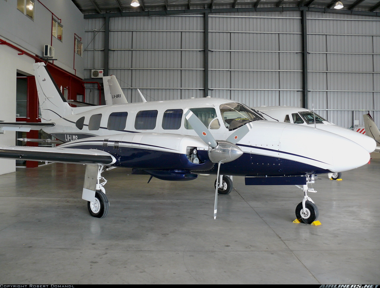 Piper PA-31-350 in Hangar.jpg