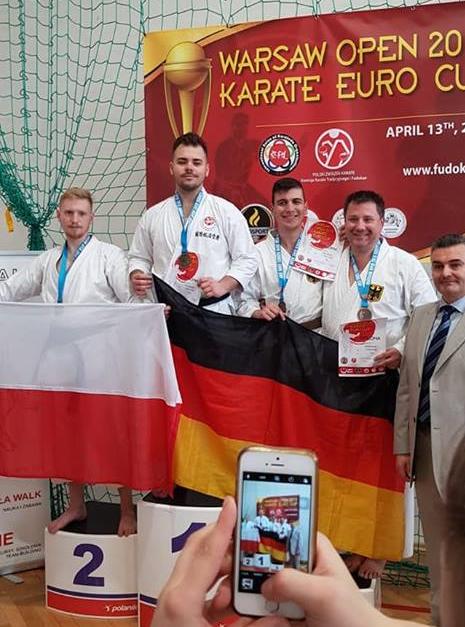 Das deutsche Team im Medaillienregen! Quelle: DTSKF e.V.