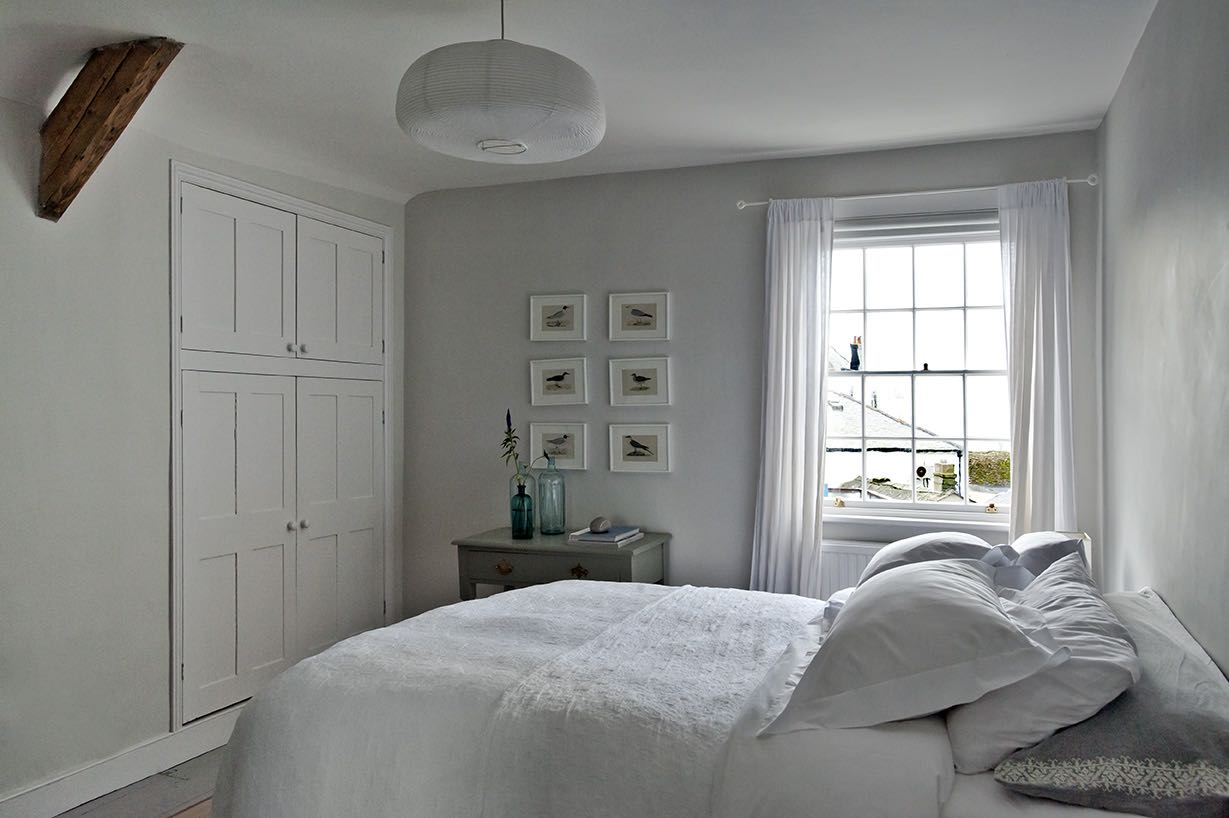 Sea Bedroom - The Sea Bedroom, on the top floor, has an en suite shower room, and a sea view. Again, it can be arranged as a double or a twin.