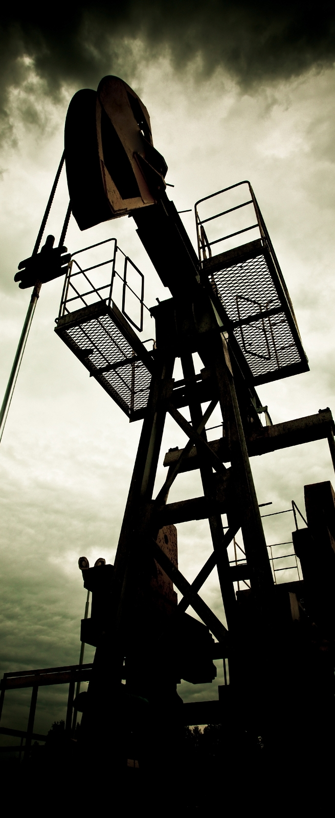bigstock-Oil-Pump-In-The-Field-5617697.jpg