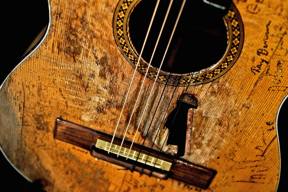 Willie Nelson's Trigger 1969 Martin 0012 Classical | © Lisa S. Johnson