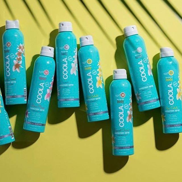 Sun's out, fun's out! Jadda, vi får ikke nok av SPF vi, så vi har fått inn enda flere solprodukter og utvalg til dere!!!🎉 Vår nye solserie @coola brenner for å lage sunne solkremer ved hjelp av riktige ingredienser som er økologiske og bærekraftige♻️🌱🍈 Hver og en beskytter og pleier huden din med vitaminer, naturlige filtre og antioksidanter. Passer selvfølgelig til alle, både barn og voksne 👨👩👧👦 Nå er vi klare for å sende dere trygt avgårde på ferie i sommer💛🔆🌎✈️🏝⛱ Kom innom for en 'smakebit' av f.eks citrus mimosa, fresh mango, pina colada, agurk eller hvit te😋🍹🍭🥒🍍🍉🍋 #coolasuncare #coola #skincare #suncare #spf #skinbymeoslo