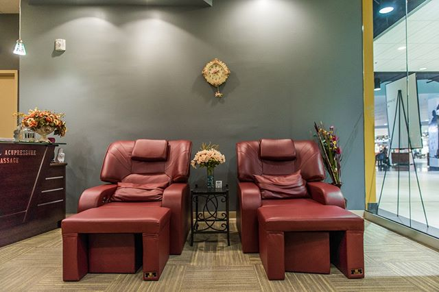 TGIF! Come on in and unwind 💆🧘♂ . . . . . #orientalacupressurempls #calhounsquaremn #relax #unwind #massagetherapy #orientalmassage #footmassage #uptown #minneapolis #tgif