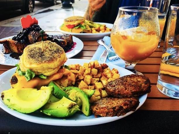 😍 Feast your eyes on this beautiful spread! As if you needed another reason to meet us @figfarro for brunch.   📷: @bri_ras . . . . . #vegan #foodieapolis #foodstagram #brunchinbitties #foodie #foodlover #mnfoodie #mnfoodfeatures #mnfood #mnfoodbloggers #minneapolis #mpls #uptown #hennlake #visitlakestreet #mnmade #mnproud #discoverminnesota #exploreminnesota #uptownmpls