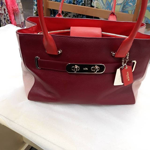 #coachpurse #whatwomenwant #resaleboutique #resalerocks recycle #resalefinds