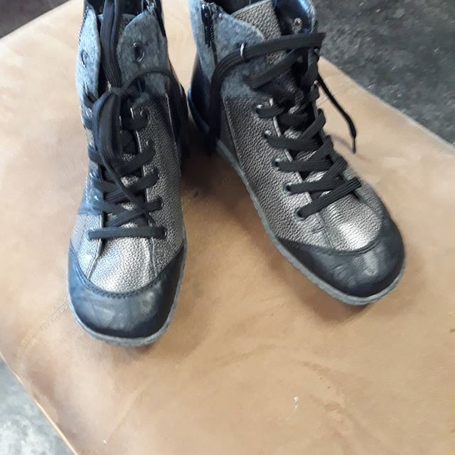 #remonte #shoe #blackbooties #whatwomenwantresaleboutique #sale #savehere #resalerocks #