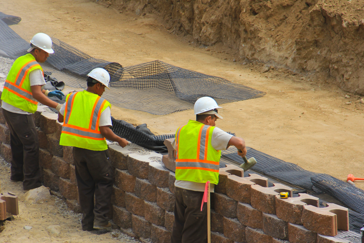 Masonry contractors with top retaining wall in Sterling Heights MI