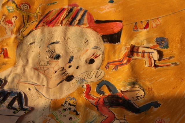 """O Livro Ilustrado    A 16 de Junho, Ana Biscaia dirige a oficina """"O livro ilustrado"""", para crianças a partir dos 6 anos. Ao longo de três horas (entre as 10h00 e as 13h00), os participantes vão fazer o seu livro ilustrado, """"a partir de um texto surpresa, um texto belíssimo"""" – adianta a ilustradora. Ana Biscaia irádando pistas e fará uma breve apresentação do seu trabalho, dando exemplos de trabalhos seus e de outros ilustradores, partilhando assim com os mais novos alguns dos """"segredos"""" do seu ofício.     Dan ça para Pais e Filhos   Uma semana depois, a bailarina e coreógrafa Leonor Barata volta a dançar com pais e filhos (dos 18 meses aos 4 anos). Trata-se de uma das iniciativas de maior sucesso dos Sábados para a Infância, que o TCSB volta agora a oferecer aos seus públicos, depois de alguns meses de ausência, por incompatibilidades de calendário. No sub-palco do Teatro, ao longo de uma hora, """"os grandes servem de apoio e suporte para as acrobacias dos pequenos e os pequenos rebolam, rodam e apoiam-se nos pais. Saindo por instantes do 'quotidiano vertical', inventam juntos as danças que quiserem"""", explica Leonor Barata. Os bilhetes para estas oficinas podem ser reservados pelos contactos habituais do Teatro (239 718 238 / 966 302 488 / geral@aescoladanoite.pt ) e custam 10 Euros (por criança no caso da oficina de liustração e para criança+adulto no caso da oficina de dança para pais e filhos)."""
