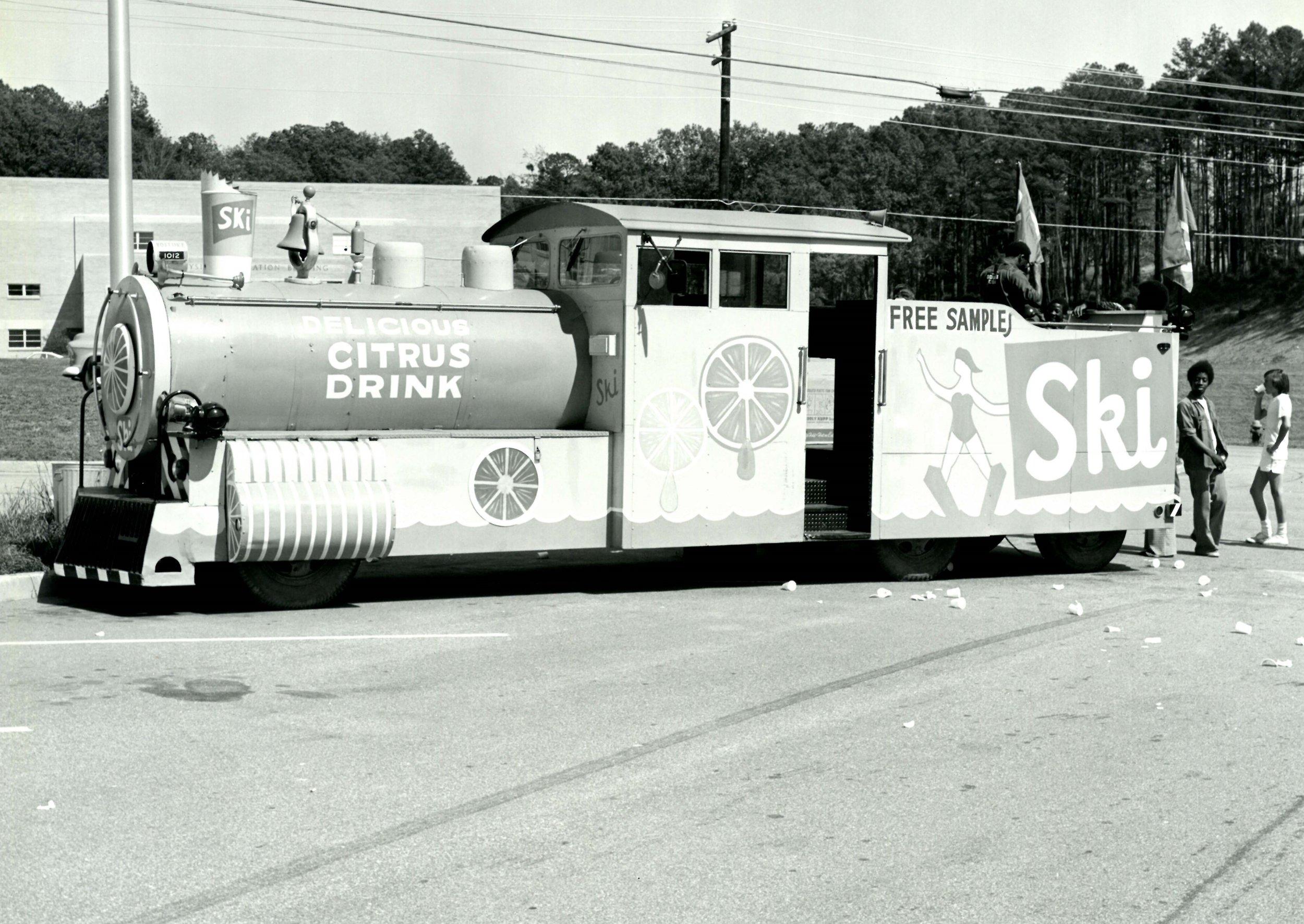 1958-SKI Train.jpg