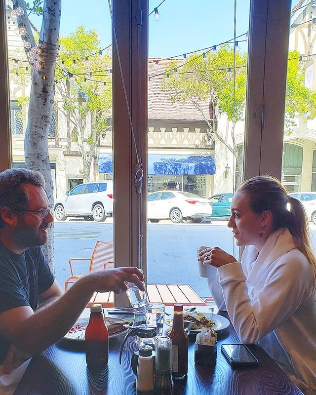 Lunch with a View 🖼 Cool off from the mid day heat and come dine at one of our window tables. Can't make it for lunch? Sit at the bar for happy hour from 2pm til 6pm! #daydate #lunchdate #sanmateohappyhour