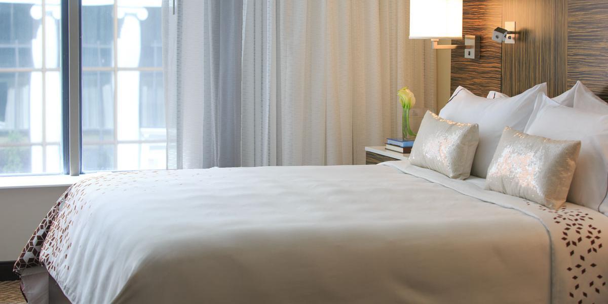 guestroom_king_3381.jpg