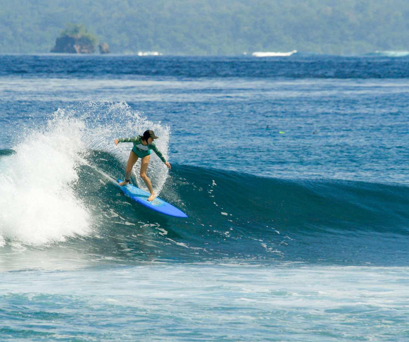 Fun, easy lefts at Bagas.
