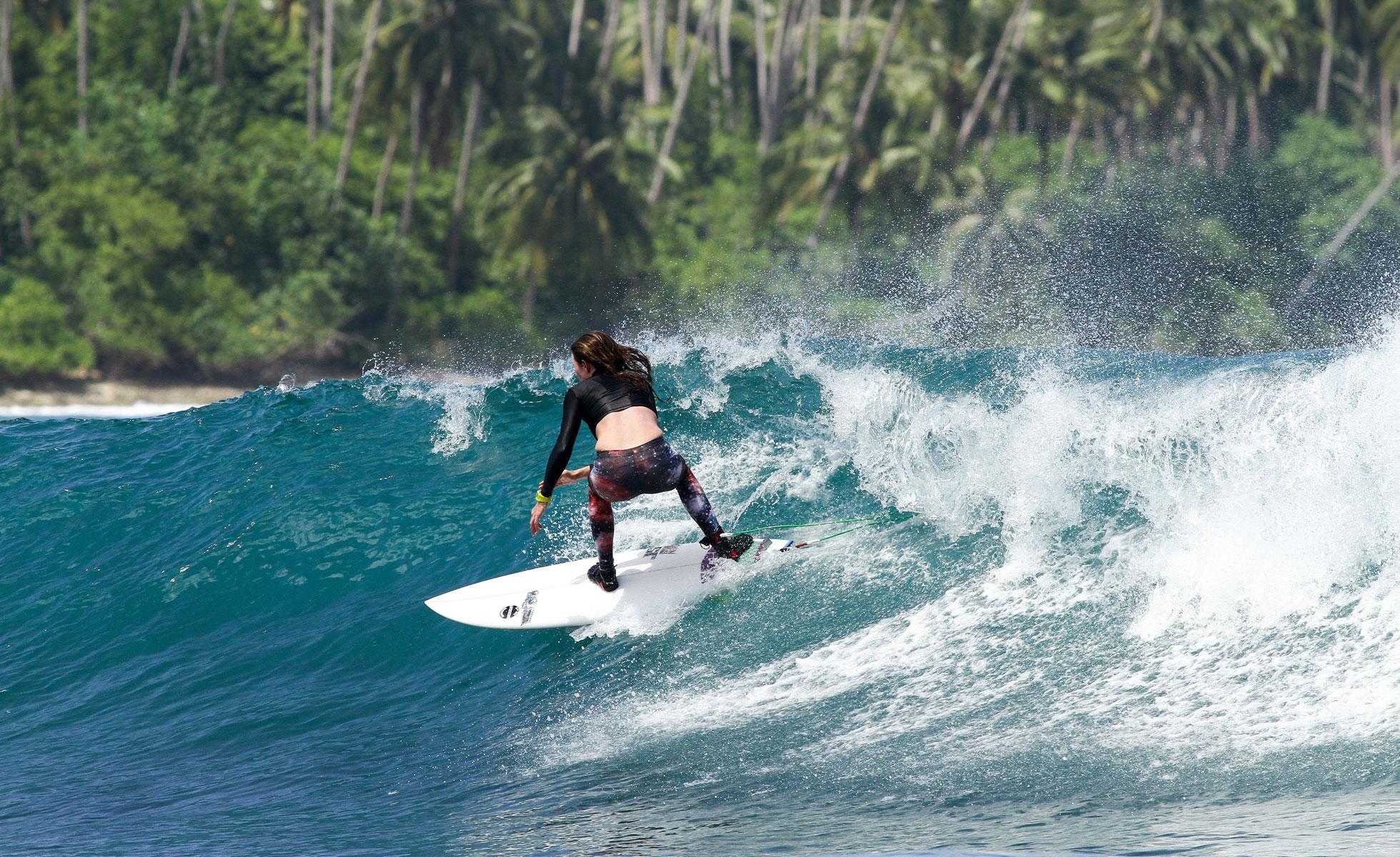 29Surfing_Village_TeloSML.jpg
