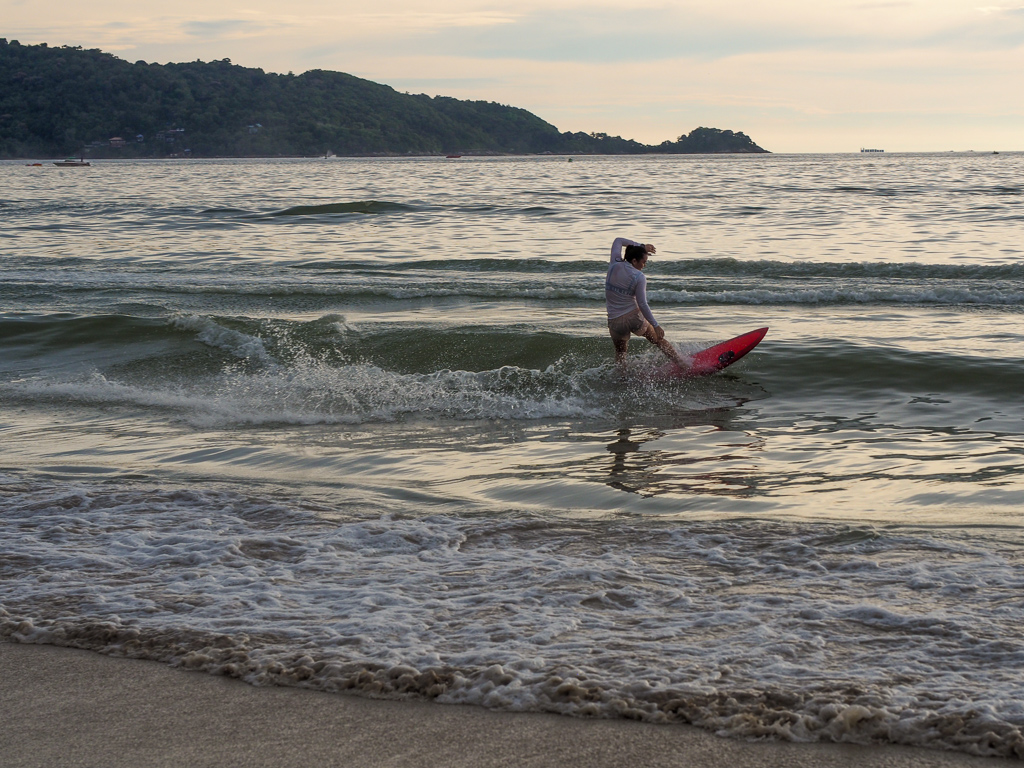 anni_flynn_thai_surfer