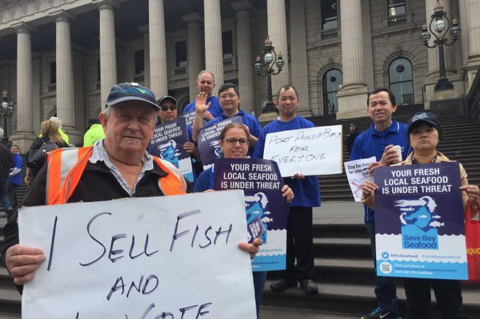 Leading chefs, seafood suppliers, retailers and commercial fishers join forces to protest the proposed fishing ban .(ABC Local: Clare Rawlinson)