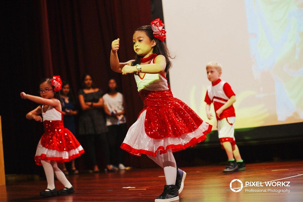 016-kids-performing-dance-at-year-end-concert_1.jpg
