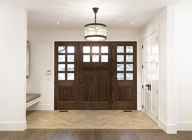 FOYER || Big, bright and beautiful, this foyer is complimented by an oak door and glass chandelier. Make an entrance in your new custom home. . . . #foyer #foyerdecor #entrywaydecor #entrance #welcomehome #welcoming #chandelier #customdoors #customhome #newbuild #calgary #yyc #yychomes #yycliving #yycbuilder #stonebridge #stonebridgecraftedhomes #stonebridgecrafted #calgary #calgaryalberta