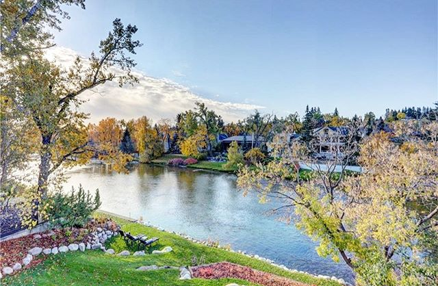 ELBOW PARK // Nestled on the banks of the elbow river, Elbow Park is one of Calgary's original neighbourhoods. Quiet and luxurious, we always enjoy visiting here. • • • #stonebridge #stonebridgecrafted #stonebridgecraftedhomes #yychomes #customhomes #elbow #elbowpark #elbowriver #river #park #yychomebuilders #calgaryalberta #calgary