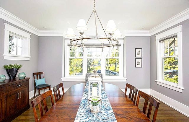 DINING ROOM // Sharing a meal just got a whole lot better in this dining room from our Elboya build. Whether it's with family or friends, we've got you covered here at Stonebridge. • • • #stonebridgecrafted #stonebridgecraftedhomes #stonebridge #newhome #newbuild #customhomes #diningroom #sundaydinner #cozy #family #elboya #YYC #calgary #alberta #calgaryalberta