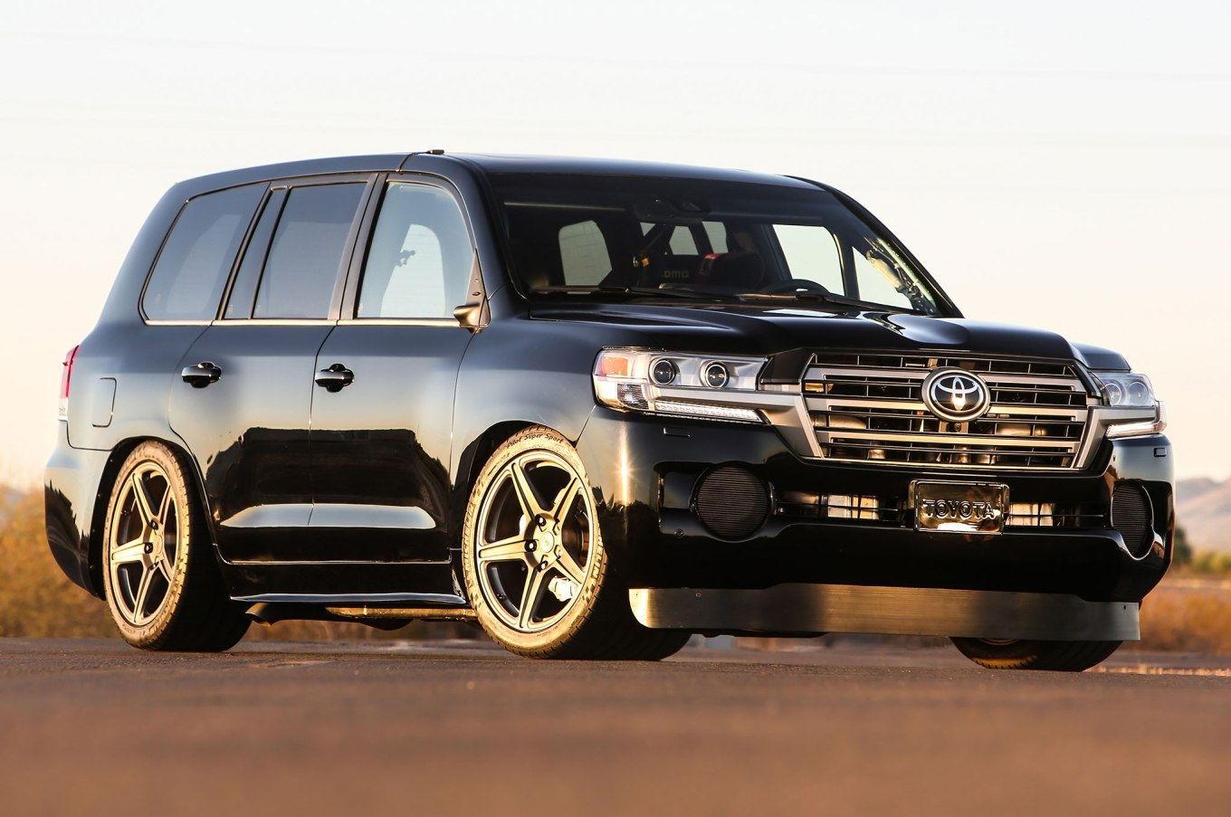 Just a tastefully modified Land Cruiser, right? (Credit: Motor Trend)