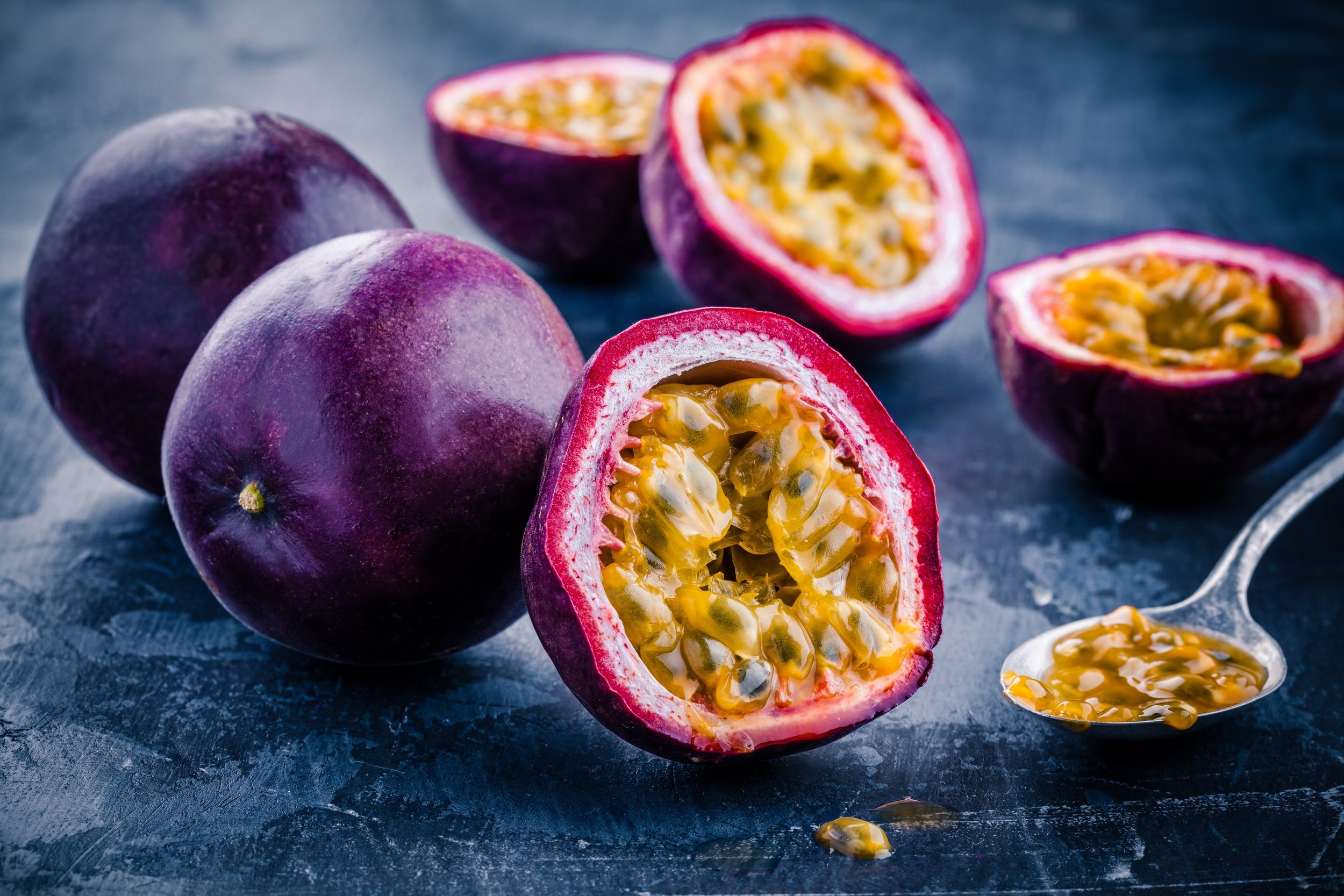 ripe-organic-passion-fruit-PKPX8BS.jpg