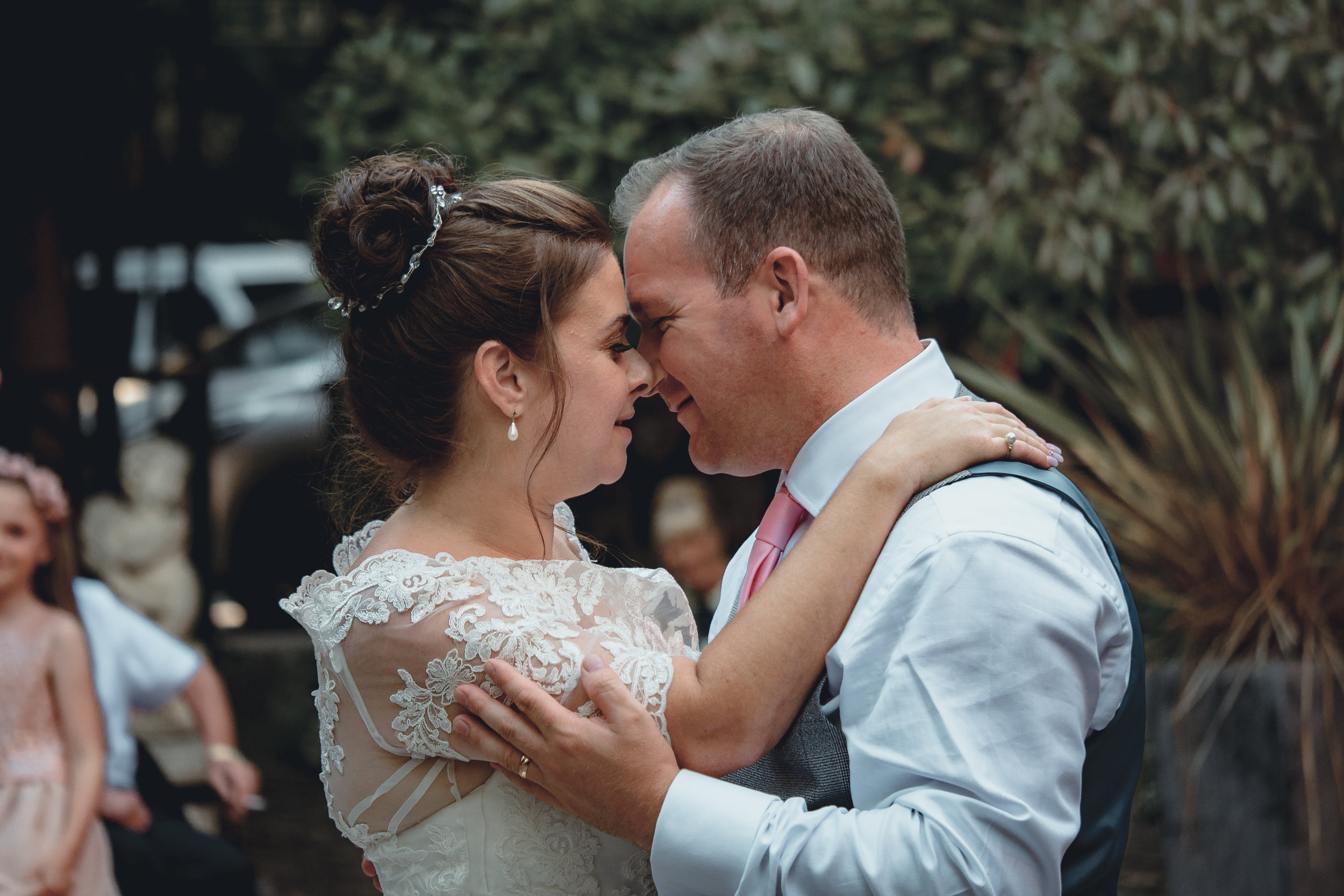 £800 package - 4 hours coverage starting from just before the ceremony.Secure your date for just £100 and pay in instalments.