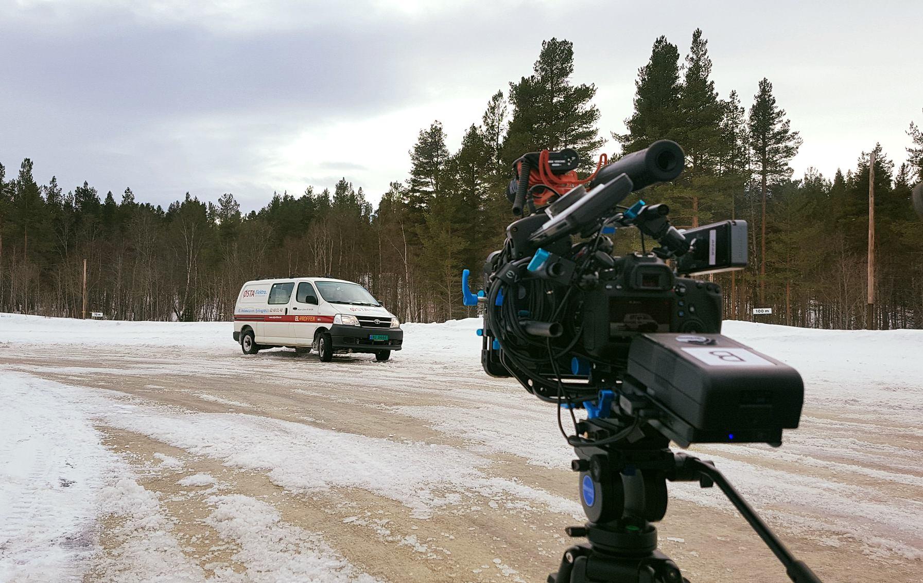 Innspilling av film til Østa Elektro på NAF Treningsbane på Tynset. Foto: Trine Haanæs