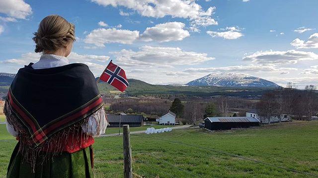 Gratulerer med dagen, fra Tynsetbygda og Tronfjell 😍🇳🇴 #nrk17mai #mittynset #opplevtynset @nrkhedopp 📸: @trihasliv