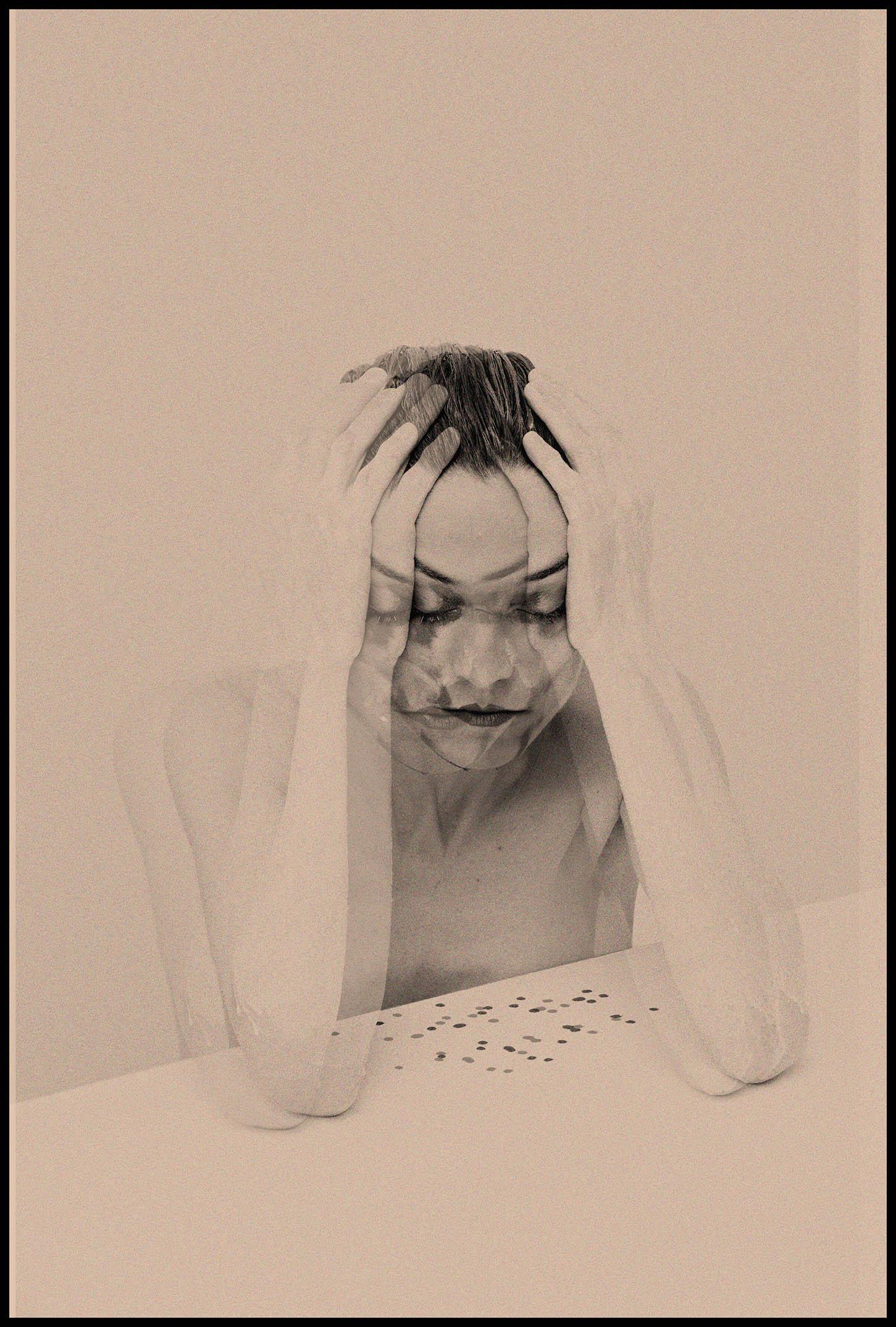 """Madmoizel - MADMOIZEL est une compositrice et performeuse française mélangeant les machines au lyrisme -""""machine-vocalist"""". Connue pour ses lives puissants et captivants, l'artiste utilise ses machines et synthétiseur tel un chef d'orchestre dirige ses musiciens. Sa voix lyrique et syncopée théâtralise son électronique et transforme le live en un dancefloor new-wave. Depuis 2013, elle parcourt la scène européenne underground, ainsi que celles de la mode et de l'art contemporain.Classically trained, MADMOIZEL draws upon many different influences, from neo-classcial to electronic music. Known for her captivating live-act, the artist handles the machines like a conductor directing his orchestra. Her gesture and powerful vocal transform her performance into a narrative electronic and a dancefloor encounter. Both unclassifiable and recognizable, MADMOIZEL plays a music of her own.Discographie: """"Play Bizarre """"(CD, Digital / TONN Recordings, Belfast, 2018), """"The Love Machinery"""" (LP, CD, Digital / Lentonia records, 2016), """"Lady Dandy"""" (Digital / autoproduction, 2013)"""