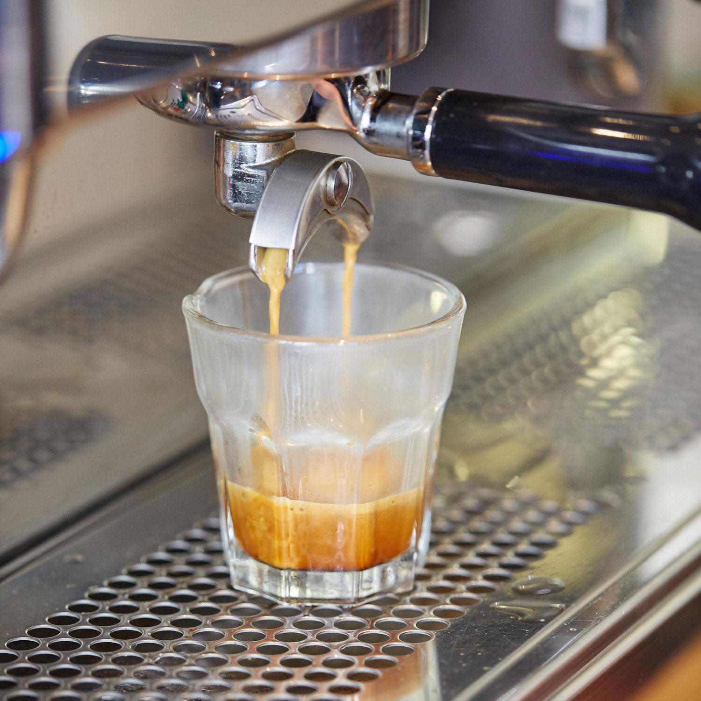 Hibou_coffee_pour.jpg