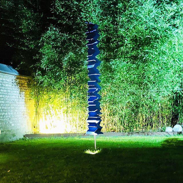 Perfekt inszeniert! ║█║║█║ SKULPTURBAR | ATELIER & GALERIE Zeitgenössische Kunst  INFO--► www.skulpturbar.de #skulpturbar #sylvioeisl #claudiaeisl #eisl  #holzskulpturen