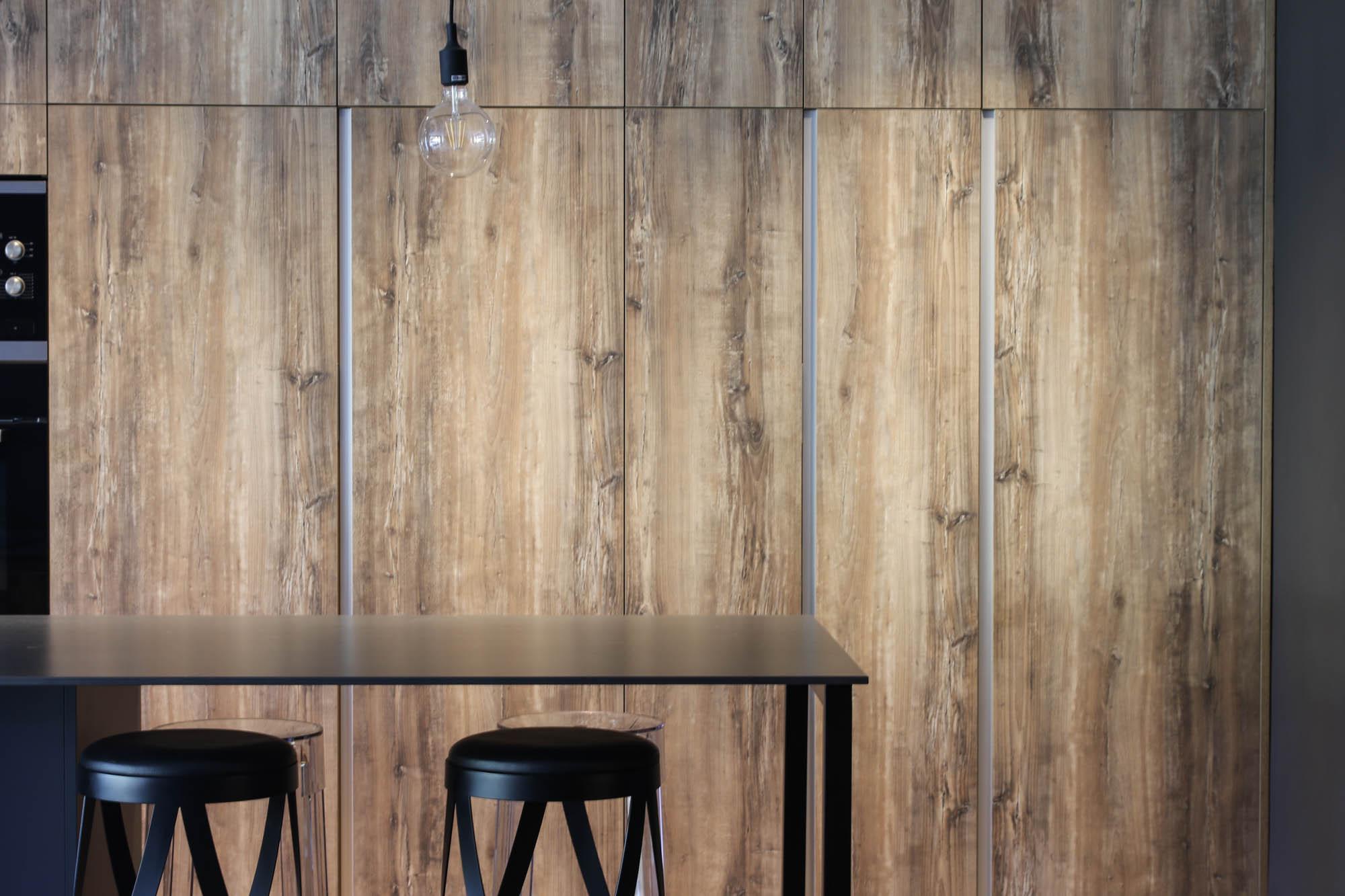 NOS ADAPTAMOS A TÍ - Integrando el trabajo de arquitectos, aparejadores e interioristas, el estudio busca los mejores resultados según las necesidades del cliente.Nunca olvidamos aunar la funcionalidad de los espacios con la búsqueda de un resultado estético lleno de confort y calidez.La luz, el espacio, diseño y funcionalidad tienen que llevar el mismo camino y tener un lenguaje común